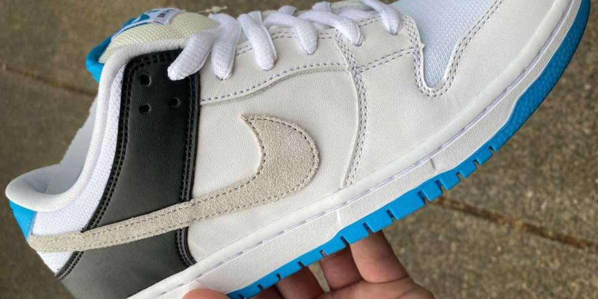 """Nike SB Dunk Low once again draws on the """"Laser Blue"""" of Air Max 90"""